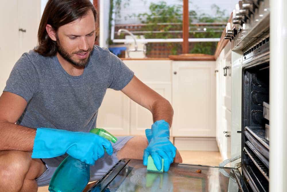 Comment nettoyer votre four en trois tapes suivez le guide - Nettoyer la vitre du four ...